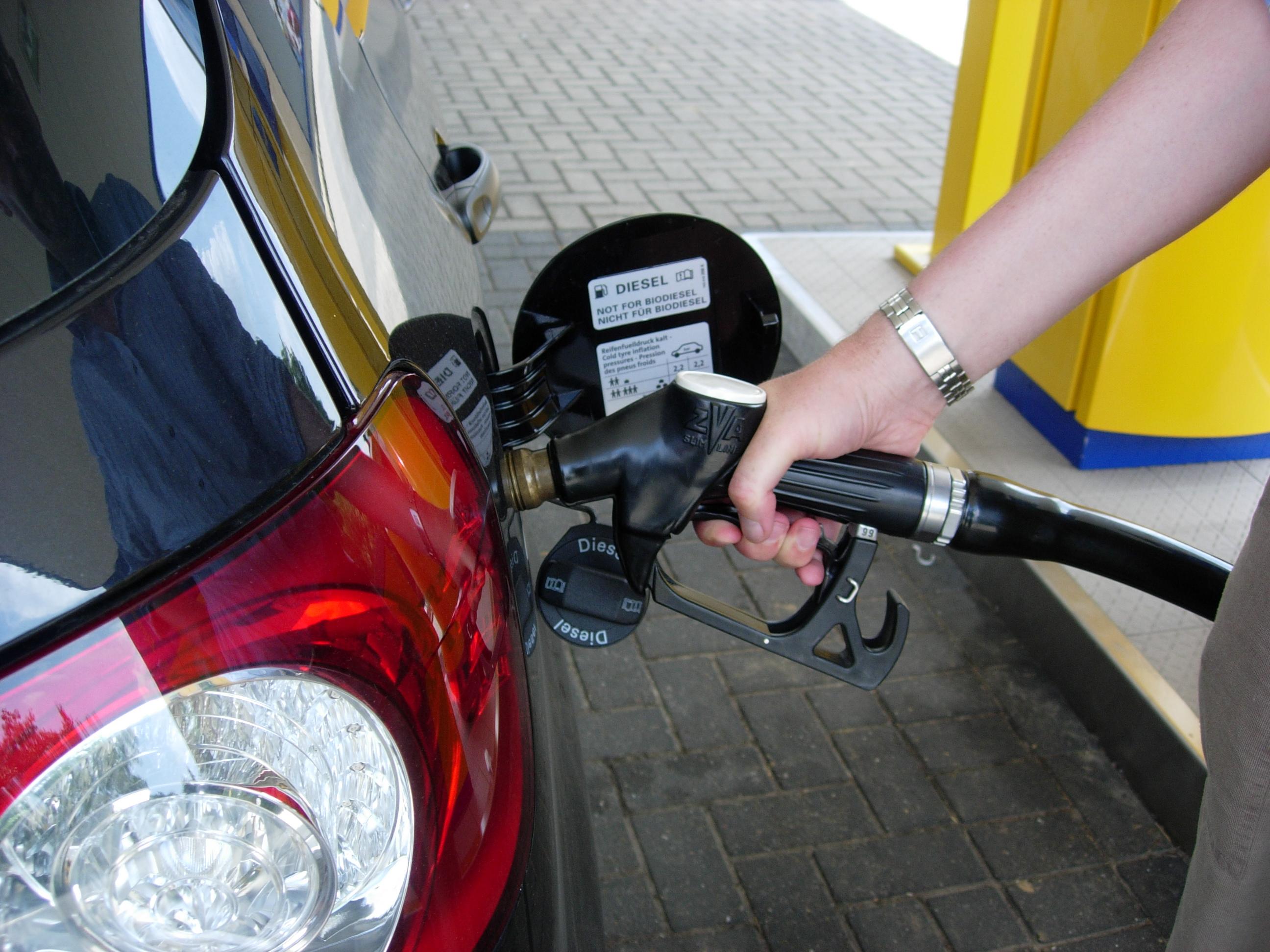 Der Brennstoffverbrauch lend kruser prado 2.7 Liter das Benzin auf 100 km