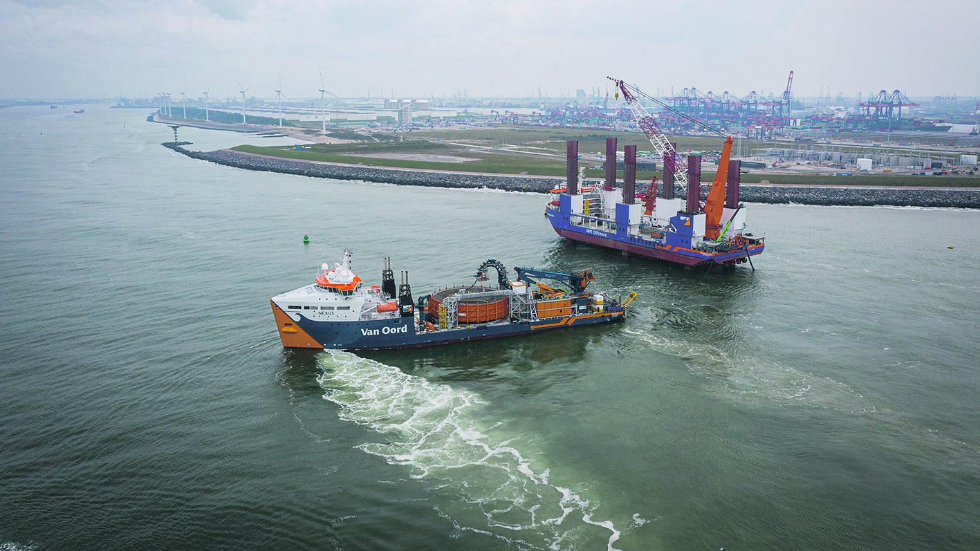 Crossing van de exportkabel Hollandse Kust bij de Maasgeul. Van Oord