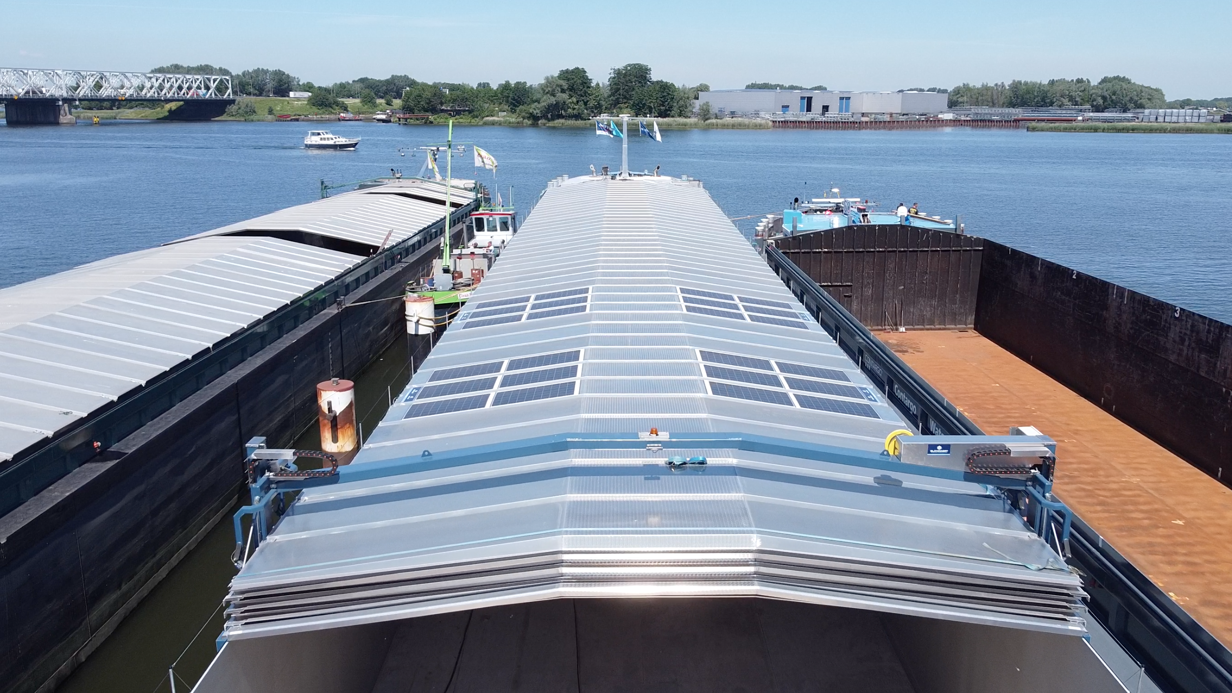 Wattlab - Birdeye view, zonnepanelen binnenvaartschip